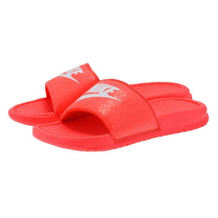 Nike  Benassi JDI 3438816003. ΚΟΚΚΙΝΟ Γυναικεία σαγιονάρα του οίκουNike κατασκευασμένη από πλαστικό υλικό άριστης ποιότητας,μεφαρδιά φάσαγια μεγαλύτερη σταθερότητα σε κόκ